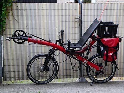 Vélo couché équipé pour la randonnée