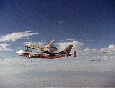 Test en vol de la navette Enterprise depuis un Boeing 747