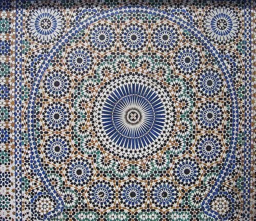 Mosaïque décorant une fontaine de Meknes, Maroc.