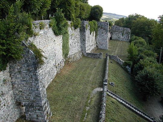 Murs d'enceinte du château médiéval de Château-Thierry, Aisne, France.