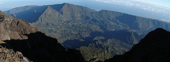 Le cirque de Salazie vu depuis le Piton des Neiges, à la Réunion.