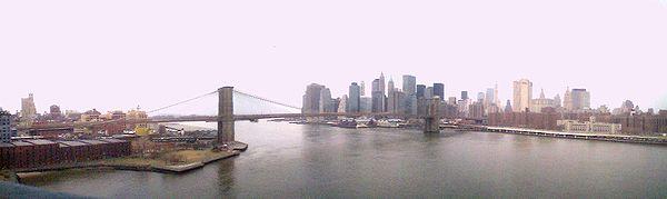 Vue panoramique du pont de Brooklyn et de la pointe de Manhattan, prise à partir du pont de Manhattan