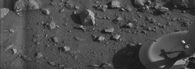 Première photo jamais prise depuis le sol de mars, par Viking 1 le 23 juillet 1976