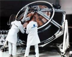 La sonde Huygens. Cette photo permet d'avoir une idée de sa taille