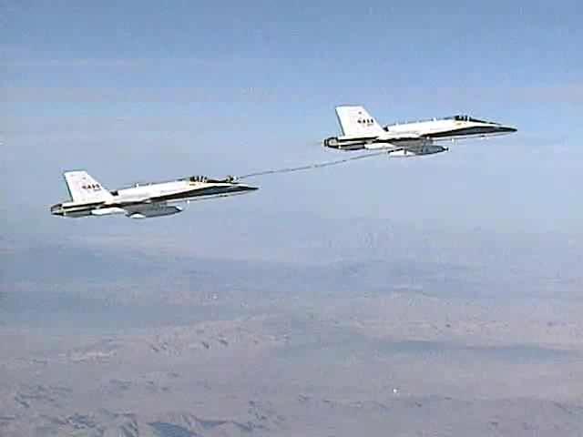 FA-18 Automated Aerial Refueling.ogg