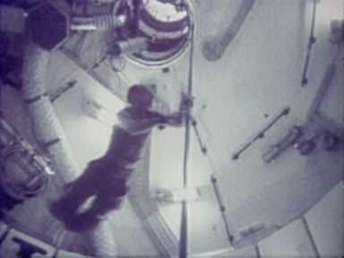 Skylab astronauts have fun.ogg